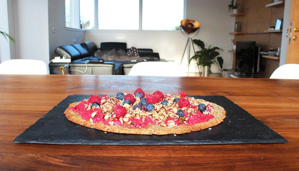Fruchtige Frühstückspizza - low carb, vegan, glutenfrei