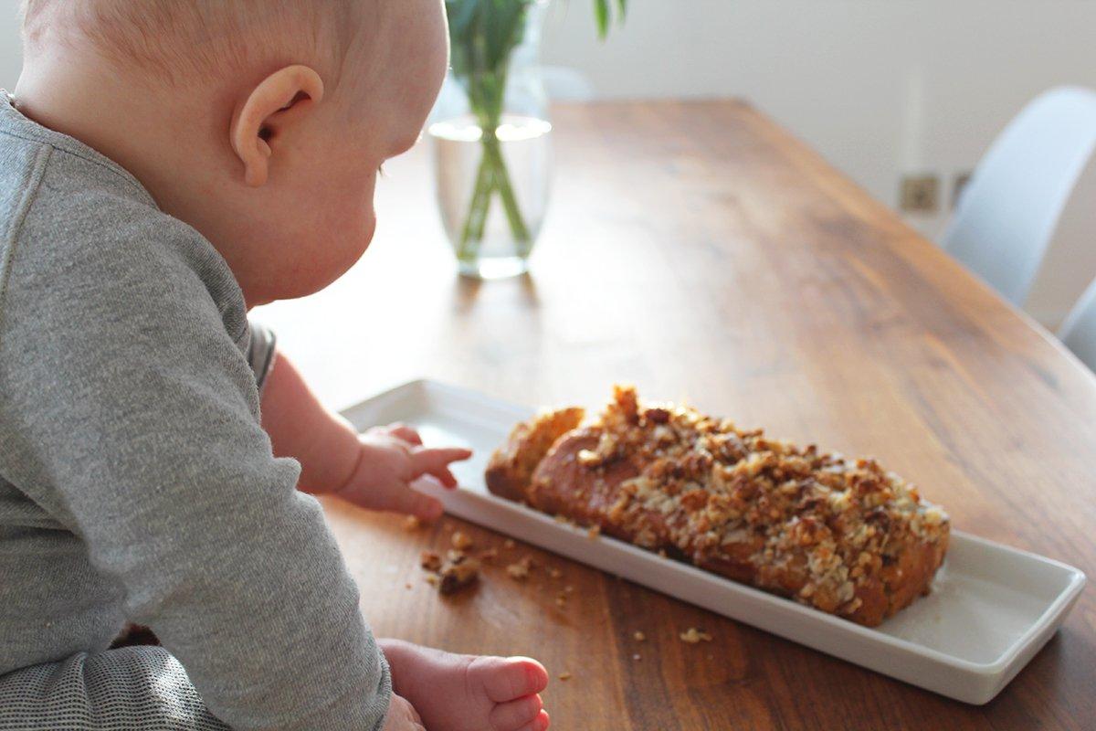 gesunder aprikosen-dinkelkuchen mit streusel